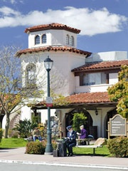Santa Barbara Airport is a relaxing and convenient way to arrive and depart from our beautiful city.  Five major airlines serve us with over 300 one-stop destinations worldwide. 90 daily flights take passenger to 6 of the nations largest air hubs to make flying anywhere convenient and enjoyable.