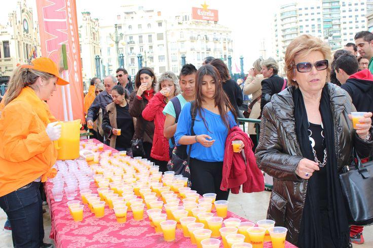 4.000 raciones de naranjada se han repartido durante la mascletà
