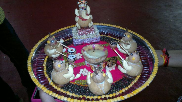 46 best aarti thalis images on pinterest diwali for Aarti thali decoration with grains