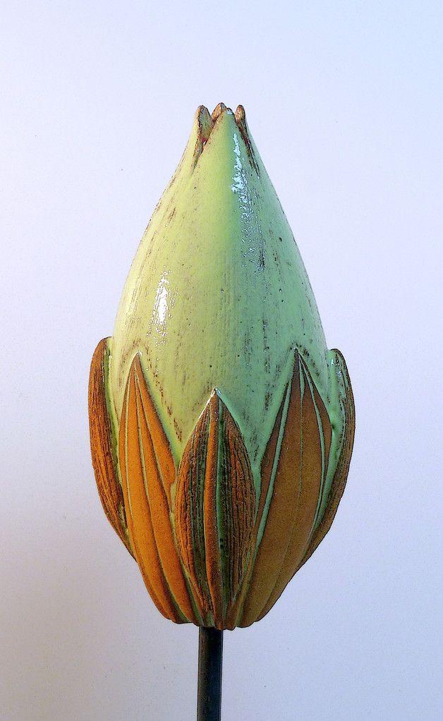 """Pflanzen- & Gartenstecker - Gartenschmuck große """"KNOSPE """" maigrün-lederfarben - ein Designerstück von Brigitte_Peglow bei DaWanda"""