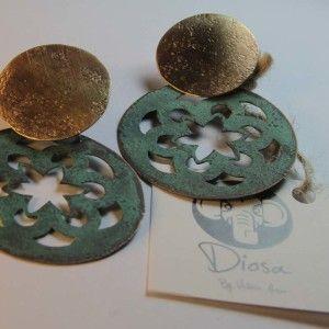 Aros mándalas, de la colección DIOSA BY VICTORIA ALONSO, fabricados en cobre patinados con bronce y plata 950. www.victorialonso.com