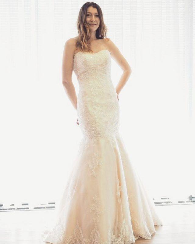 This Luna Novias wedding gown just went on sale! . . . . . . . . . . #wedding #weddingdress #weddinggown #bride #sayyestothedress #ottawa #ottawawedding #613bride #style #fashion #dresses #dress #sale #engaged #bridesmaid http://gelinshop.com/ipost/1522732588108085229/?code=BUh1TiaF_ft