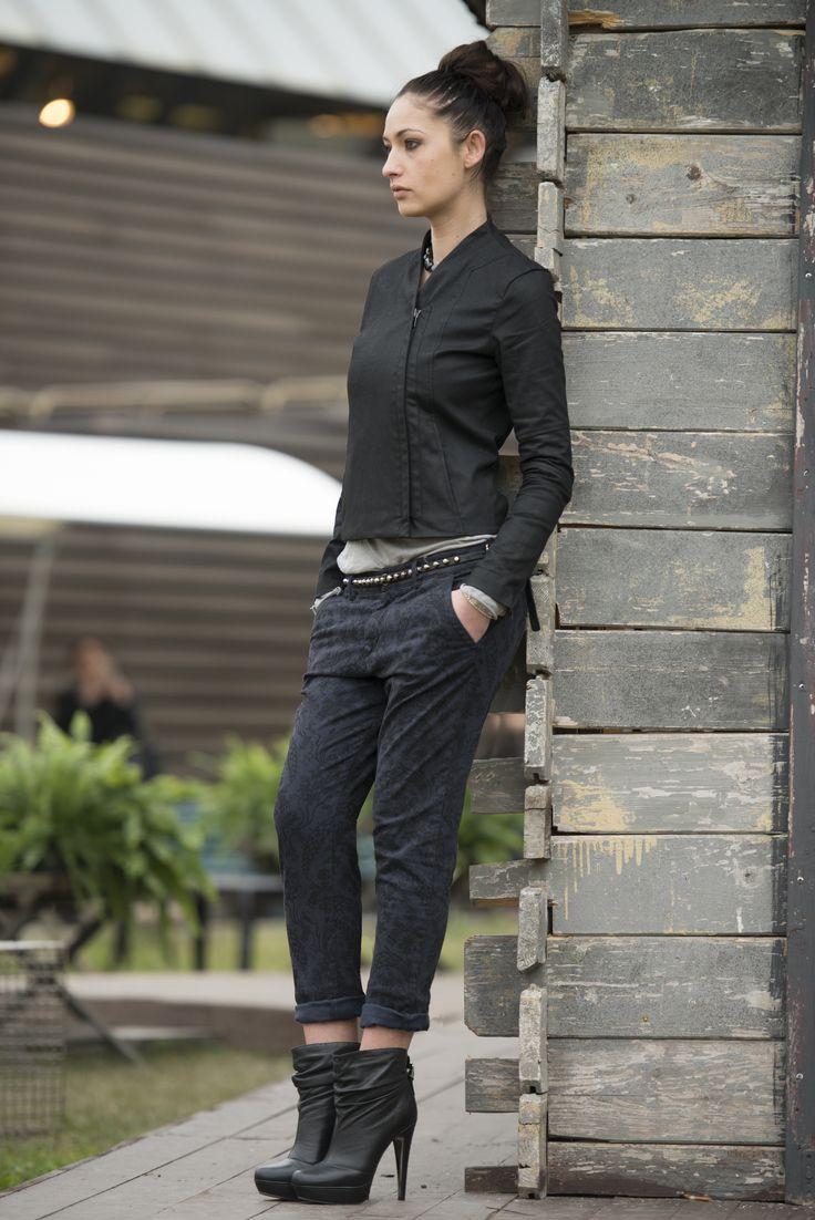 #pantalone da donna per tutti i giorni senza rinunciare allo #stile, con stampe baroccate. #40weft #fashion