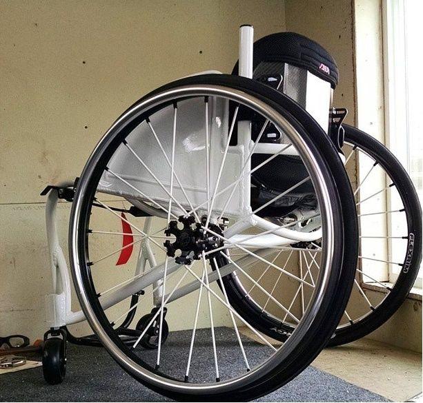 Spinergy XSLX crosslaced sport light extreme wheelchair