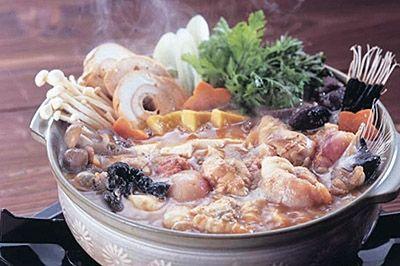 NOV-APRあんこう茨城日立アンコウ漁の本場、常磐沖の獲れたてあんこう あんこう江戸時代から「5大珍味」の一つアンコウ。肝は、「海のフォアグラ」と呼ばれるほど美味。鍋はもちろんのこと、唐揚げやとも酢などの一品料理に幅広く活躍します。