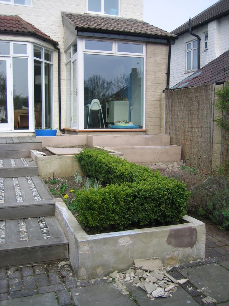 The Buxus was very dominant. Rendering is a specialist trade and needs to done properly or this is what happens!  It can look great in the right situation