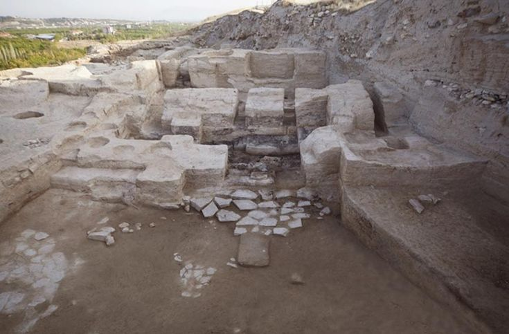 5,000-Year-Old Throne in Turkey May Be First Evidence of Birth of Secular State System