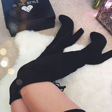 Buongiorno girls 💁🏼con questo tempaccio tocca indossare i maxi stivali ⛈☂️💦 Modello in foto: www.dream-shop.it/scarpe-donna.html#scarponcini