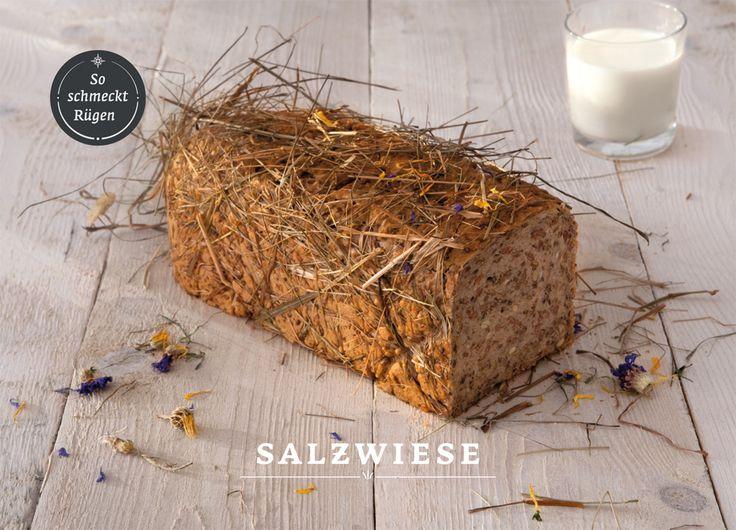 """Design und Fotografie für """"So schmeckt Rügen"""" Brote. Salwiese, Rauchkorn, Rapshonig können online auf www.baeckerei-peters.de bestellt werden.   Die Konditorei Bäckerei Peters ist ein Familienunternehmen aus Sassnitz auf Rügen. Hier werden seit 1964 mit regionalen Zutaten und handwerklichem Können Torten, Kuchen, Brot und Brötchen für die Insel gefertigt. Inzwischen kann man ein paar Spezialitäten und besondere Brote online bestellen."""