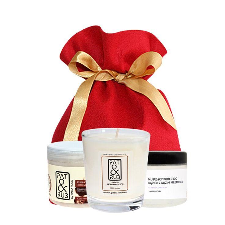 #Kosmetyki do luksusowej kąpieli. W worku jest wszystko, co potrzebne do przygotowania relaksującego rytuału pielęgnacji urody: #pachnący #puder do kąpieli z kozim mlekiem, wartościowymi olejami i olejkami oraz płatkami lawendy; ekologiczna #świecazapachowa i #scrub o uwodzicielskim zapachu. #spa #beauty #bathpowder #ecocandle