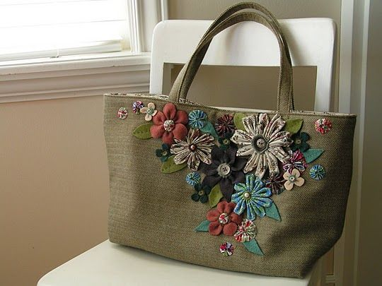 she wears flowers bag