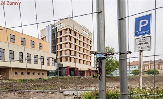 Chrudim stále trápí opuštěný hotel Bohemia, majitelé sliby nesplnili