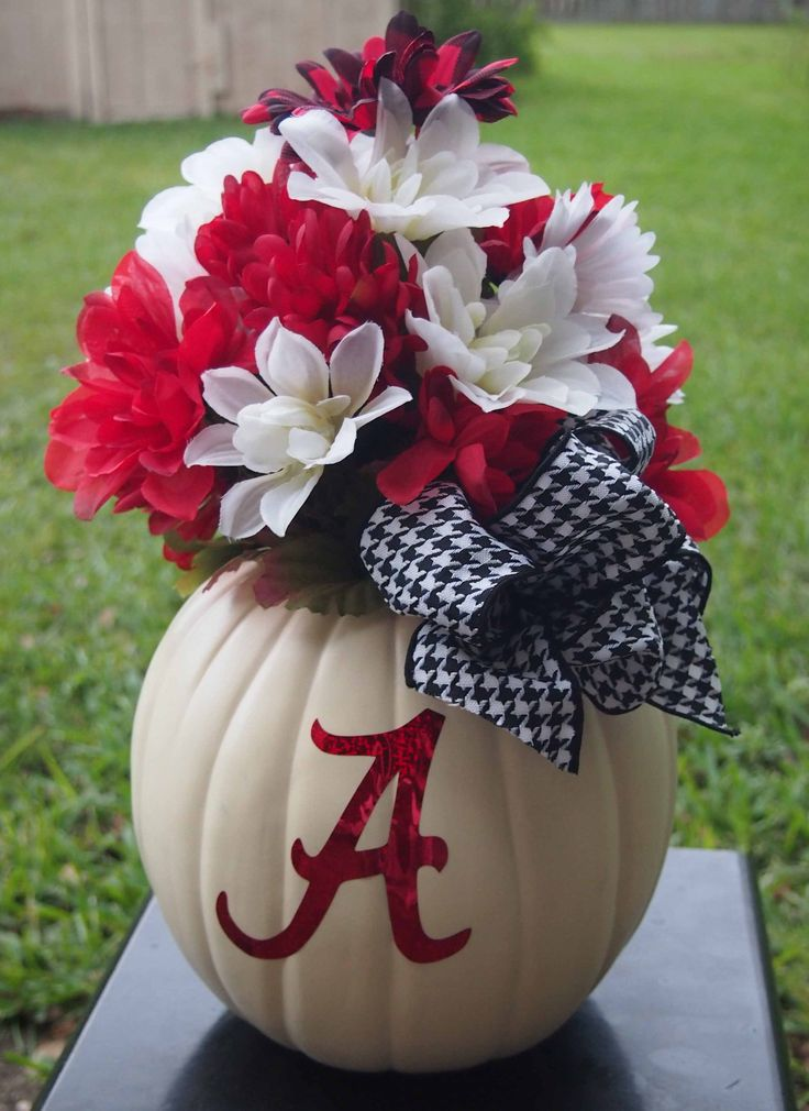 Happy Fall! Such a fun way to incorporate fall decor with a favorite sports team.