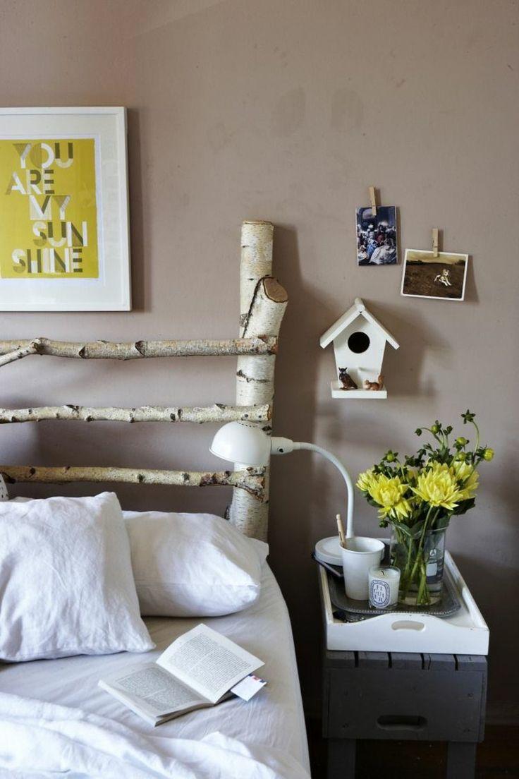 tête de lit originale en tronc de bouleau en tant que déco chambre à coucher intéressante