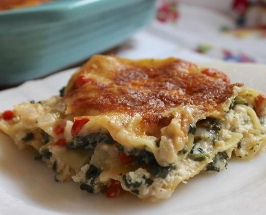 Healthy Homemade Chicken Lasagna!! The best comfort food!!!  foodfanatic.com