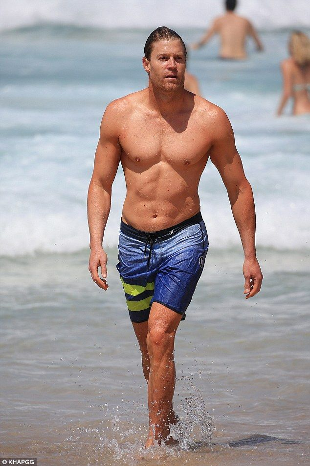 Dr Chris Brown Goes Shirtless At The Beach Chris Brown Brown And Sexy Men