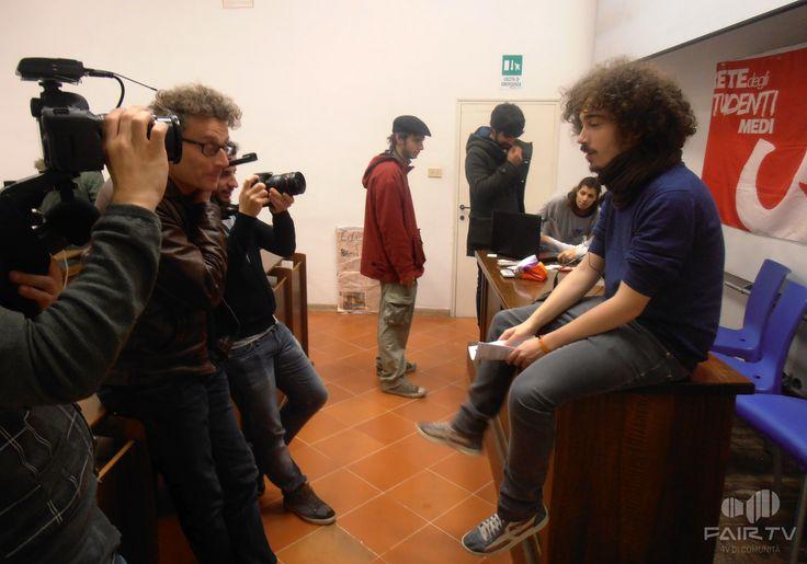 17 novembre. Giornata internazionale degli studenti. Perugia, Umbria, Italy. Durante l'intervista.