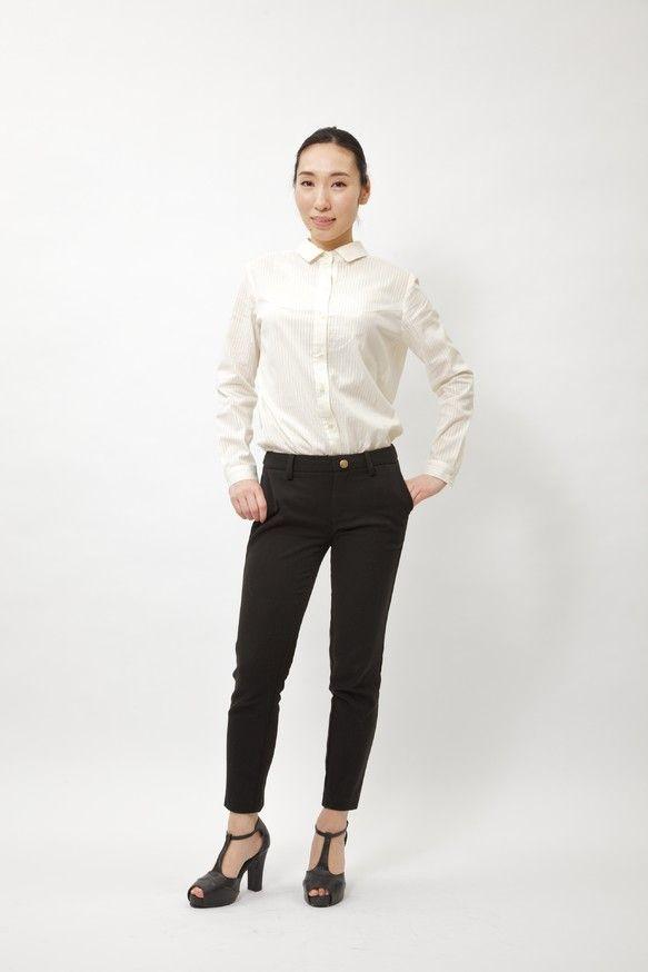 オフィスにも着ていけるシンプルで、女性らしいシャツ。着丈も長めで、スカート、パンツにインしやすいです。綿100%で、柔らかく着心地がいーです。襟は流行中の小さ...|ハンドメイド、手作り、手仕事品の通販・販売・購入ならCreema。