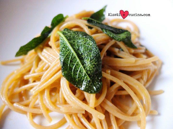 Spaghetti aglio, olio e salvia