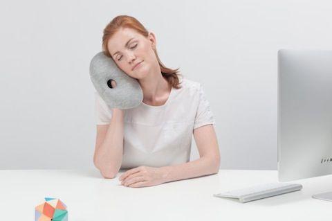 Si eres una persona nocturna, es decir, aquellas que son más creativas y productivas de noche a diferencia del resto de la población que es diurna, entonces esta almohada es para ti.
