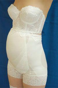 KE050|ウェディングドレスのレンタルなら大阪ピノエローザへ