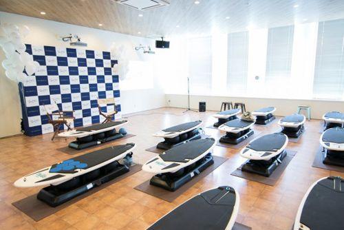 サーフィンの動きで体幹を鍛える! 話題のサーフエクササイズを体験してみた! | 運動・からだ | ニュース | ダイエット、運動、健康のことならFYTTE | フィッテ