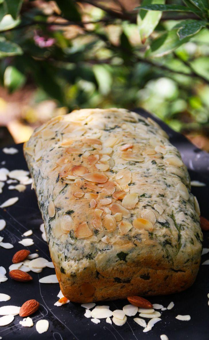 Pan de Espinaca y Almendras -  Una muy buena mezcla, que queda con un sabor suave rico para comer a cualquier hora del día. Las almendras le dan un muy buen toque crujiente al tostarse en el horno. Si quieren que quede con un sabor más fuerte, agréguenle más espinaca.