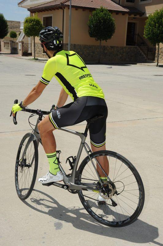 Equipación de ciclismo #Respect. Para concienciar a conductores y ciclistas.