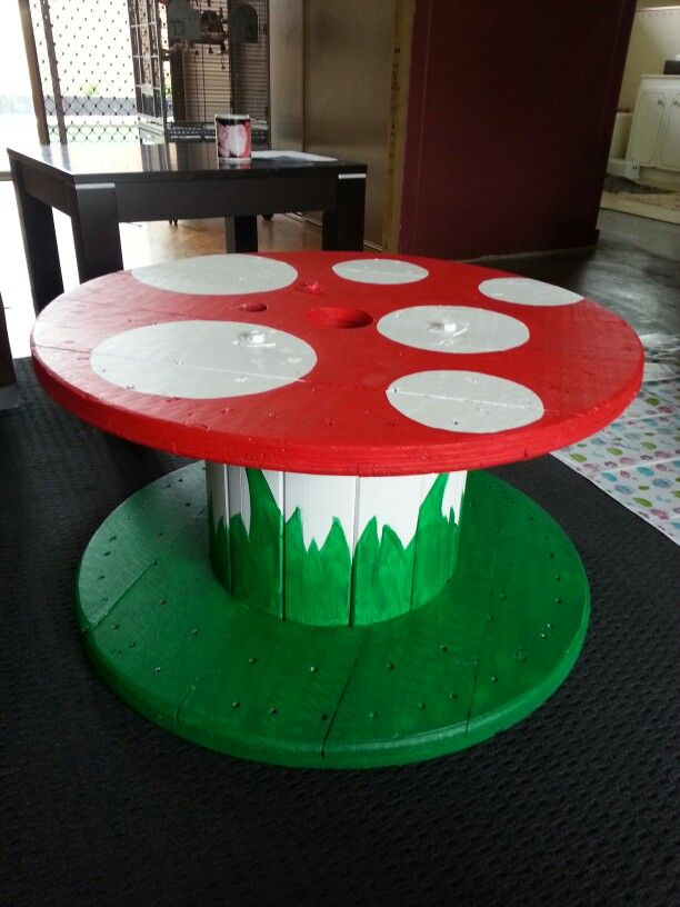 cable drum table for kiddies - real easy to make