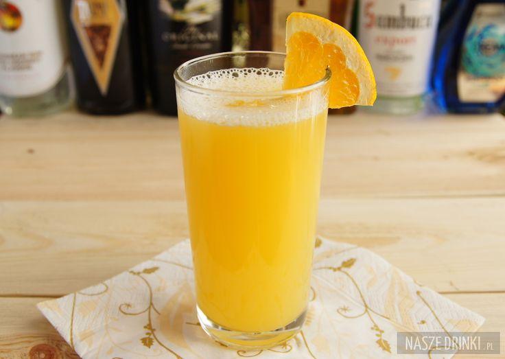Sammy Special to drink, który możemy przygotować na dwa sposoby. W pierwszym, wykorzystując blender, uzyskamy koktajl z dużą ilością piany. W drugim jest jej znacznie mniej. Jednak w obu przypadkach jest tak samo dobry i świetnie będzie smakować w upalne dni. Przygotowując Sammy Special potrzebujemy: Malibu Rum, biały rum, sok ananasowy oraz sok pomarańczowy. Najlepiej jest go podawać w szklance typu highball. Koktajl można ozdobić kawałkiem pomarańczy lub ananasa.