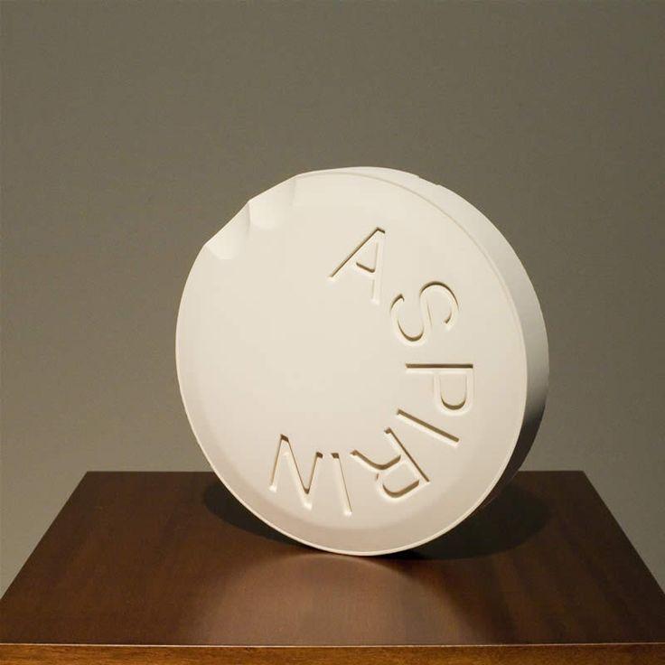 Bene Bergado .- Aspirina Social. Poliuretano, 70 x 40 x 40 cms, 2008