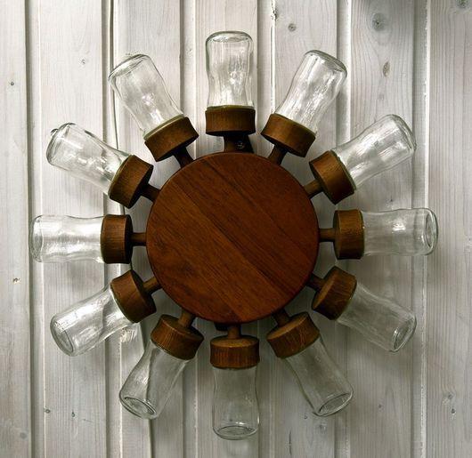 Kryddsnurra i teak och glas - vanlig detalj i 60-talskök