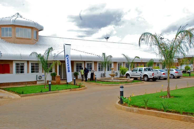 Limpopo - Mavambe's facilities make provision for 70 young people; up to 60 boys and 10 girls between the ages of 14 and 17 can be facilitated here. Accommodation and educational needs, as well as spaces for recreational and sporting activities are provided for at the centre. Educational, vocational and therapeutic programmes form the core of our holistic development strategy and rehabilitative care.