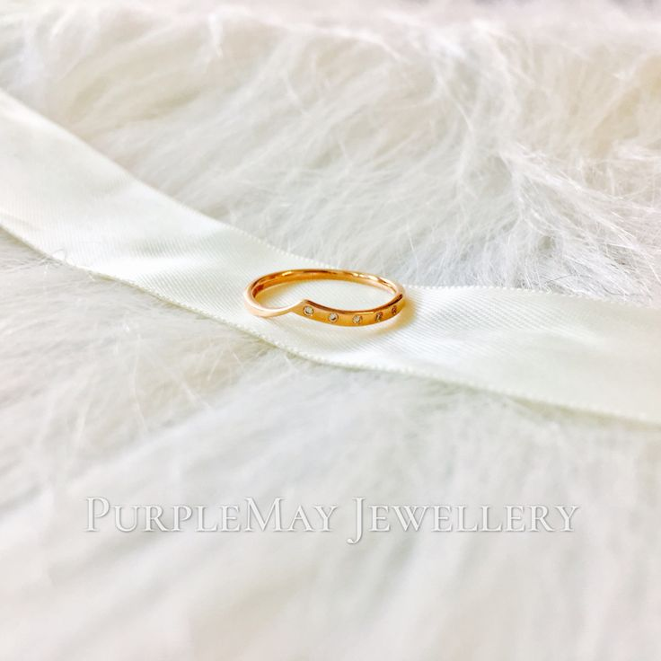 Asymmetry Diamond 18K Yellow Gold Band