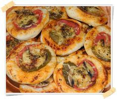Ricetta delle mini pizze Dukan - http://www.lamiadietadukan.com/ricetta-dukan-mini-pizze/  #dukan #dietadukan #ricette
