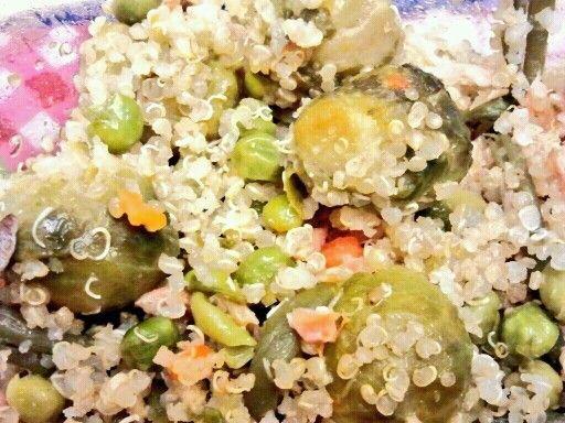 Warm quinoa salad with Brussels sprouts, salmon and peas * Insalata tiepida di quinoa con cavoletti di Bruxelles, salmone e piselli #inmylunchbox