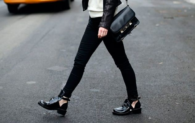 Los botines de moda se llaman cut out. #zapatos #tendencias #moda #cutout #botinescutout