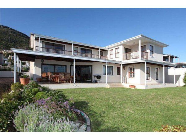 3 bedroom house in Noordhoek, , Noordhoek, Property in Noordhoek - S730900