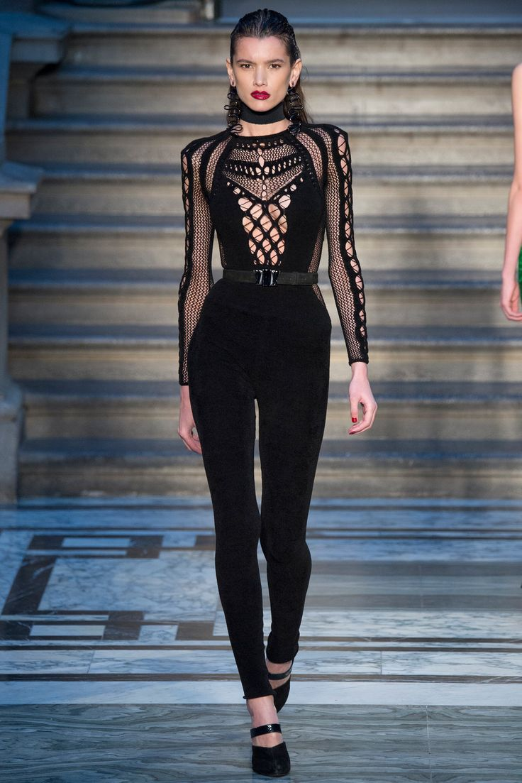 "So me...even though I'm only 5'3"" I can pull this one off! Julien Macdonald - Fall 2015 Ready-to-Wear - Look 18 of 37"