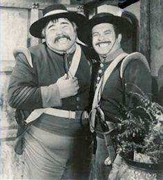 Sargento Garcia (Henry Calvin) e Cabo Reyes (Don Diamond), protagonistas de situações cômicas inesquecíveis na série Disney para TV.