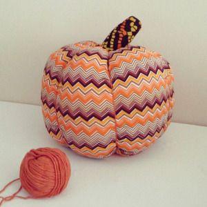 Декор к празднику helloween. Текстильные тыквы на Helloween. Высота 17 см + хвостик, диаметр 23 см. #тыква #текстильнаятыква #helloween #happyhelloween