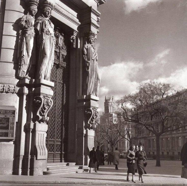 Banco Español del Río de la Plata (Instituto Cervantes), Alcalá esquina Barquillo, 1959. Foto de Catalá Roca
