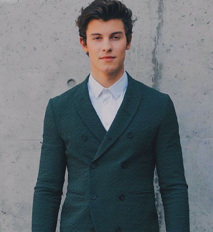 """122 curtidas, 1 comentários - shawn mendes fanpage (@shawnsbestmuffin) no Instagram: """"HE LOOKED SO GOOD"""""""
