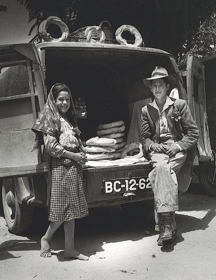 Portugal anos 50  Fotografia de Jean Dieuzaide. Learn Fine Art Photography - https://www.udemy.com/fine-art-photography/?couponCode=Pinterest22