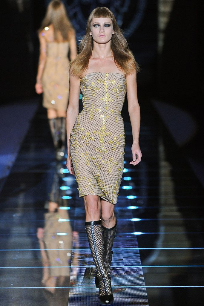 magic wallet Versace Fall 2012 Ready to Wear Collection Photos   Vogue