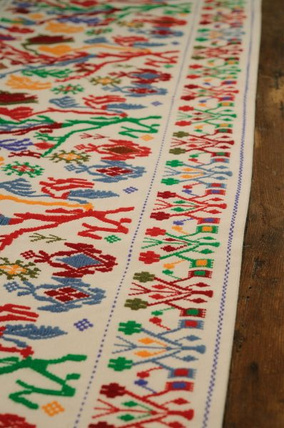 Arazzo in lana e cotone, disponibile in diverse dimensioni e colori. Produzione Mogoro (OR).