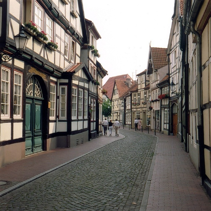 I have drunkenly walked these streets, many times. Oh, good times in Hameln.