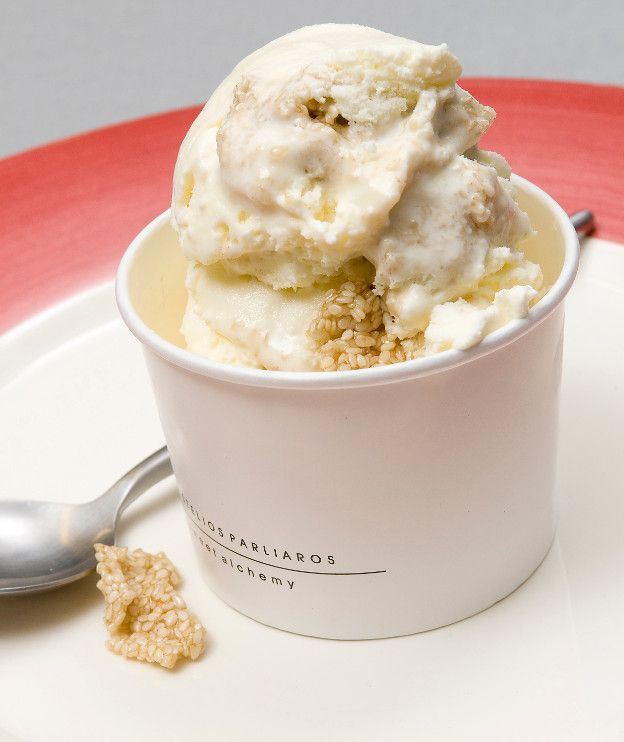 Αν έχουμε παγωτομηχανή, μπορούμε να φτιάξουμε πολύ γρήγορα ό,τι παγωτό θέλουμε. Το συγκεκριμένο είναι πανεύκολο και έχει και ελληνική σφραγίδα.