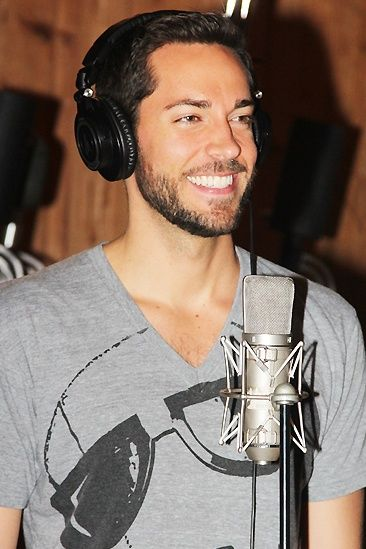 Zachary Levi in the Studio to record ''First date'' album