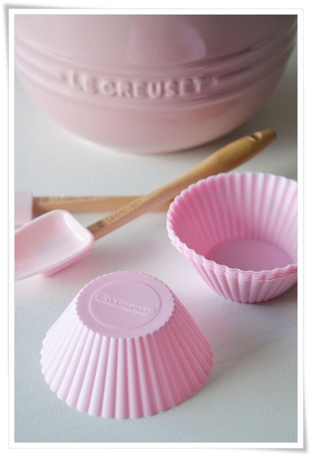 {Fabelaktig} pink le creuset baking goods